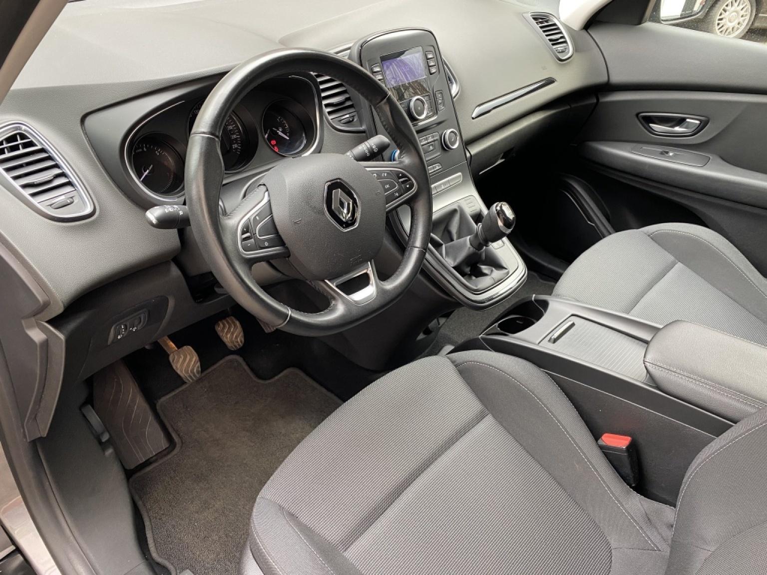 Renault-Scénic-12